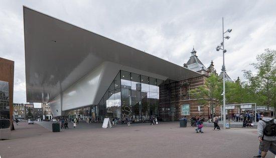 Amsterdam_Stedelijk-Museum-museumplein