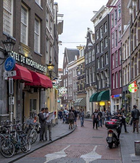 Amsterdam_Warmoesstraat-winkelen