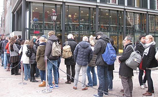 Amsterdam_anne_frankhuis_wachtrij.JPG