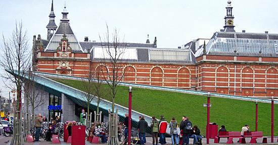 Amsterdam_museumplein.jpg