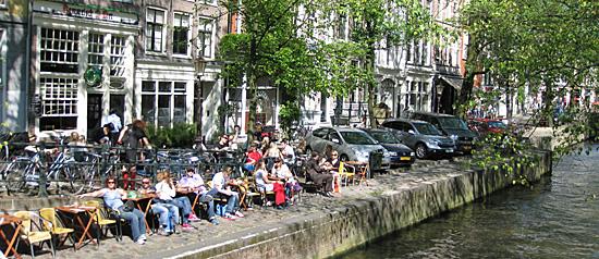 Amsterdam_terrasje-aan-de-gracht.jpg