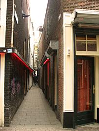 Amsterdam_trompettersteeg.JPG
