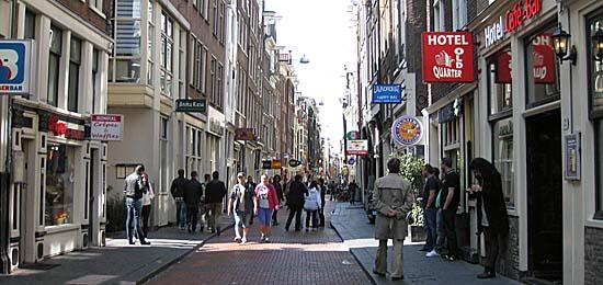 Amsterdam_warmoesstraat.JPG