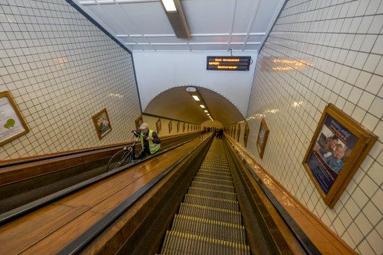 Antwerpen_scheldetunnel-voetgangerstunnel