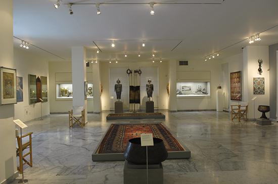 Athene_Benaki_museum-hall.JPG