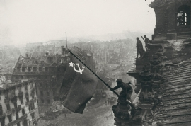 Reichstag in Berlijn, 2 mei 1945 (Yevgeny Chaldej)