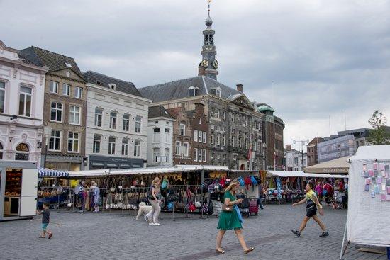 Eindhoven_Den_Bosch_Markt_03.jpg