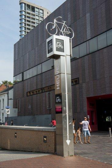 Eindhoven_Fietsenstalling.jpg