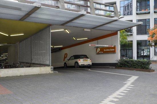 Eindhoven_Parkeergarage_Witte_Dame.jpg