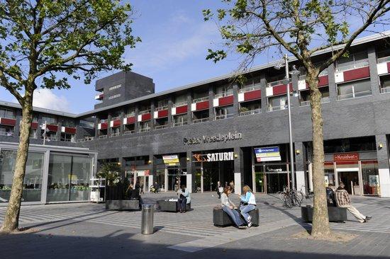 Eindhoven_Pieter_Vreedeplein_1.jpg