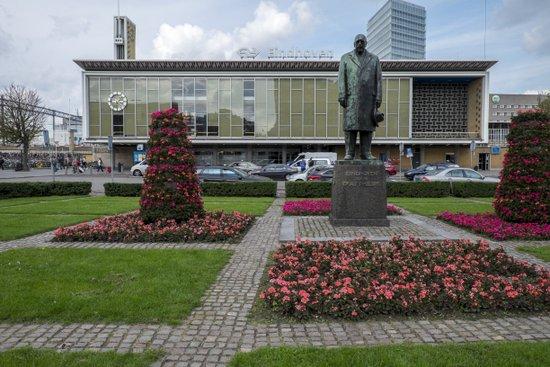 Eindhoven_Station_02.jpg