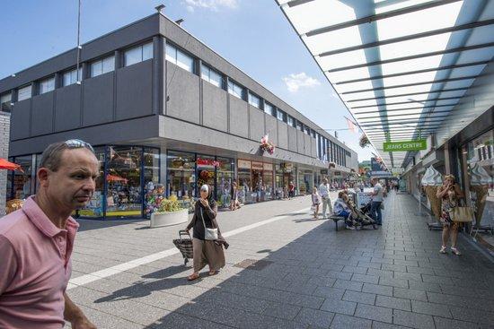Eindhoven_Winkelcentrum_Woensel_03.jpg