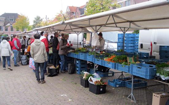 Eindhoven_biologische-markt-wilhelminaplein