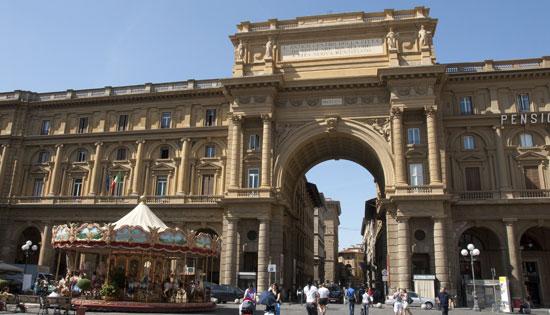 Florence__piazza-della-repubblica-2.jpg