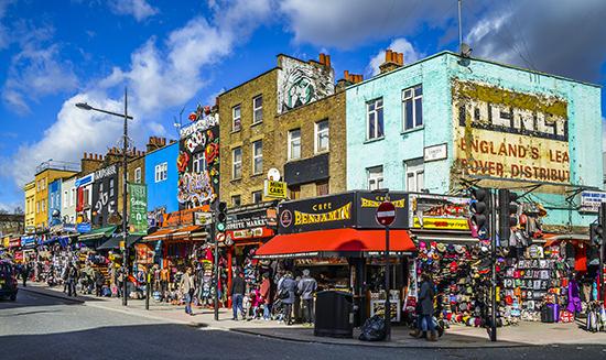 Londen_Camden_Town_Streetcorner_--_2015_--_London,_UK.jpg