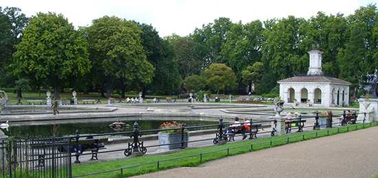 Londen_Kensington_Garden_Fountains.jpg
