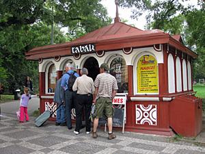 Praag_cubist-kiosk-prague.jpg