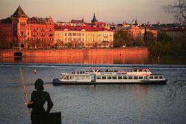 Praag_dinner-cruise-moldau