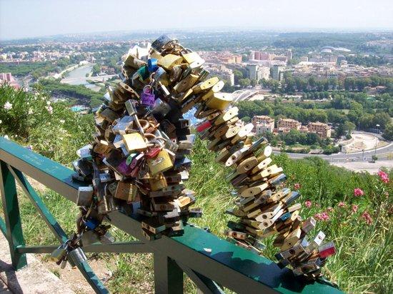 Rome_Monte_Mario_emuli_di_Moccia.JPG