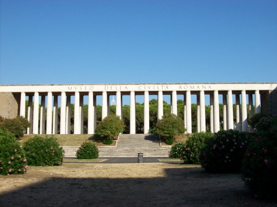 Rome_Museo_Civilta_Romana_colonnato_fronte.jpg