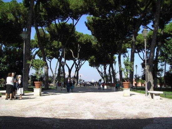 Rome_Orange_garden_2.jpg