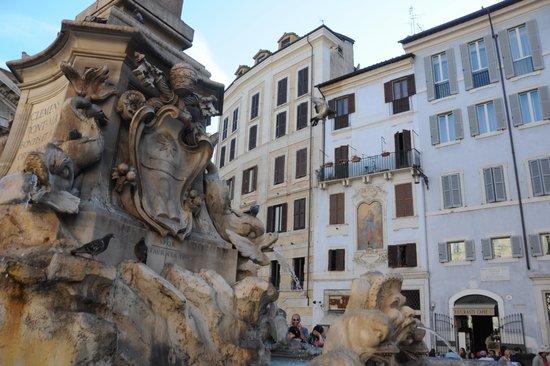 Rome_Pantheon_fontein