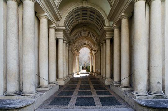 Rome_palazzo-spada-colonna-borromini