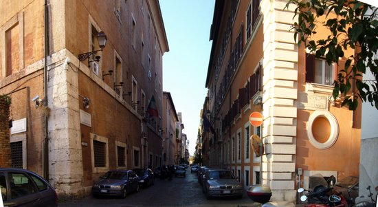 Rome_via_Giulia.jpg