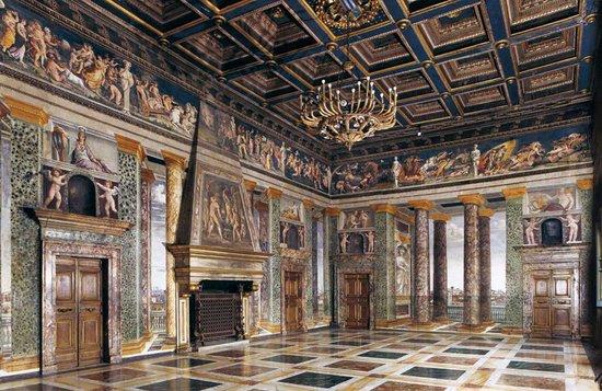 Rome_villa-farnesina-sala.jpg