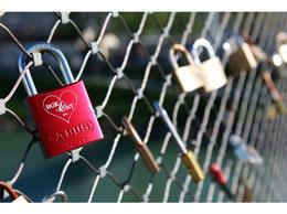 Salzburg_love_lock_salzach
